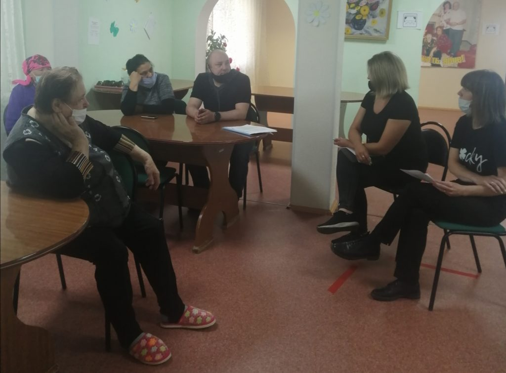 28 июля 2021 года в отделении социальной реабилитации и абилитации был проведен круглый стол для граждан пожилого возраста и инвалидов «Изменения в нормативно- правовой базе в  условиях  предоставления социальных услуг и мер социальной поддержки в ХМАО-Югре».